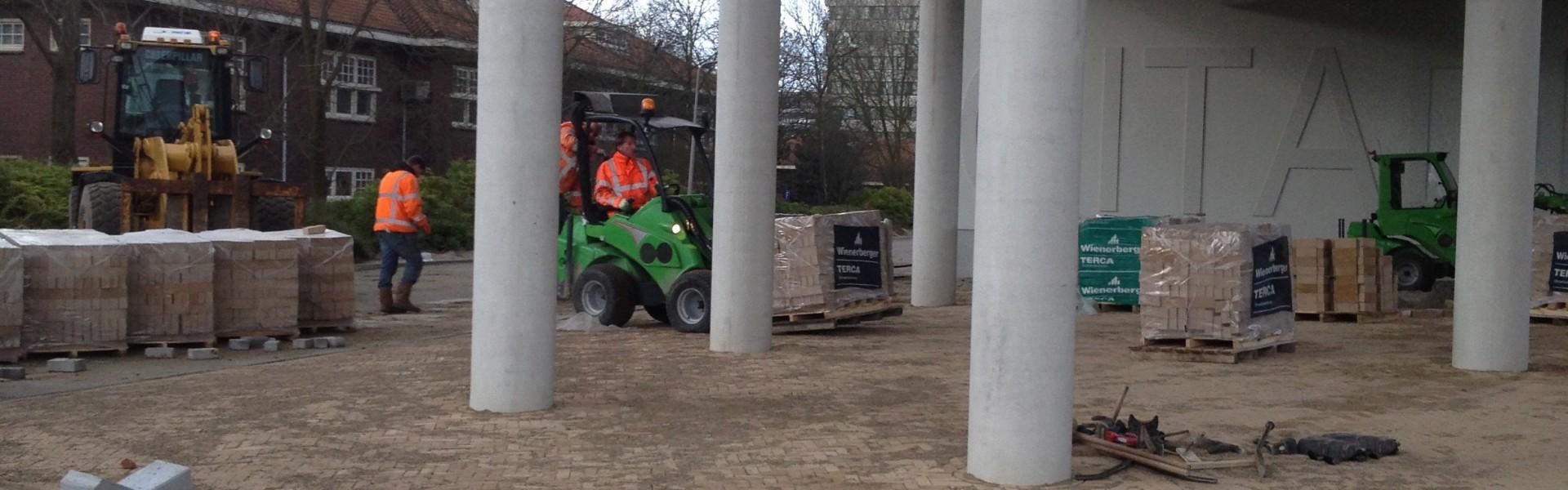 bestrating rondom nieuw hotel op de Frederikskarzerne te Den Haag